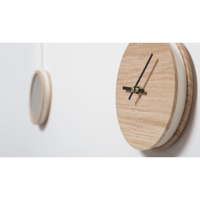 horloge miroir en bois au design scandinave personnalisable pendule. Black Bedroom Furniture Sets. Home Design Ideas