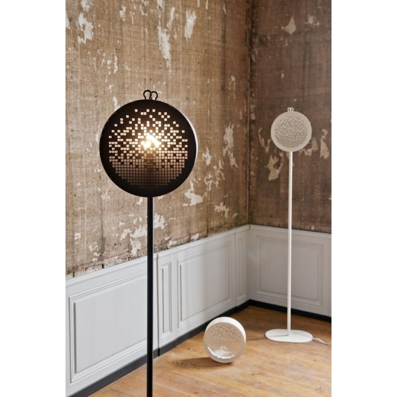 lampe sur pied au design original et graphique m tal grafic drimm amobois. Black Bedroom Furniture Sets. Home Design Ideas